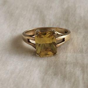 18k & Yellow Sapphire Ring.